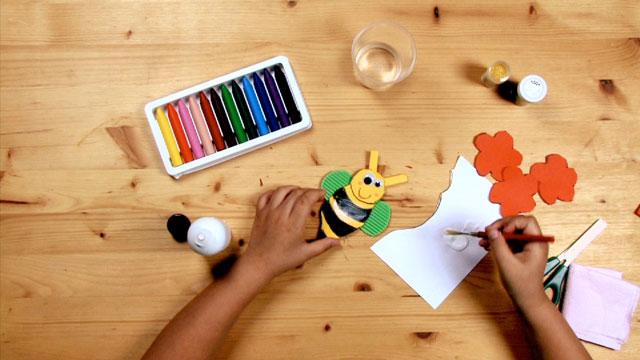Paso 8 - Manualidad - La abeja y la flor