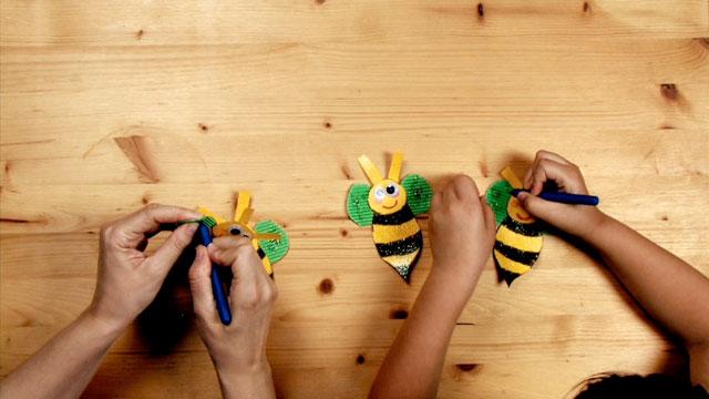 Paso 11 - Manualidad - La abeja y la flor