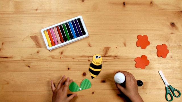 Paso 6 - Manualidad - La abeja y la flor